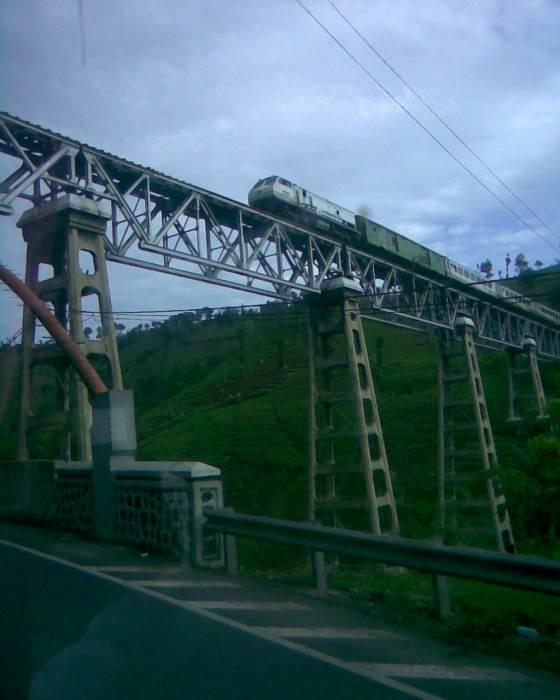 perjalanan masih berlanjut ke kota kembang :) #foto langsung dari jendela bus..