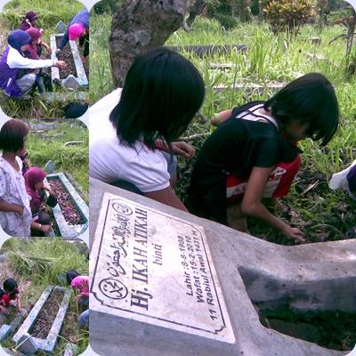 Anak-anak kecil yang bersemangat mengais rezeki di pemakaman. Senyum mereka begitu hangat, Yah. ^_^